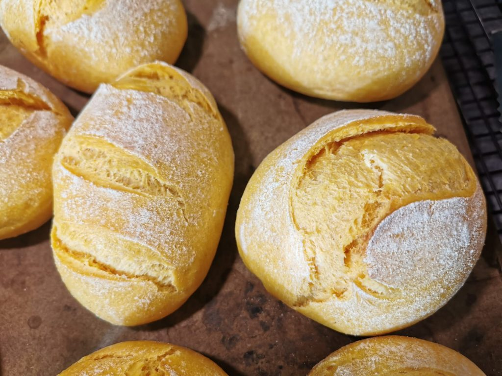 Softe Buttermilch-Brötchen